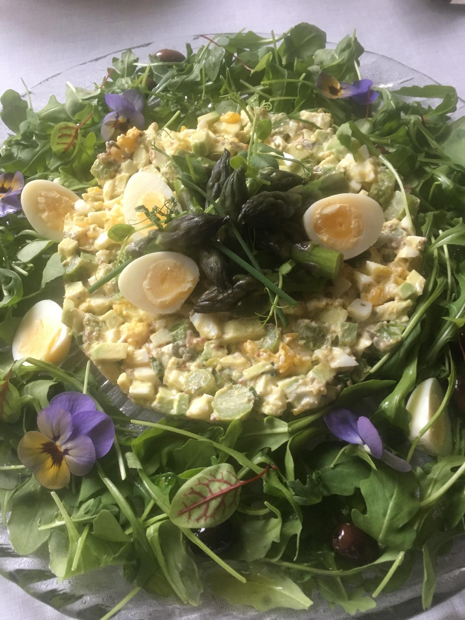 eggmilano - tartare di asparagi avocado uova